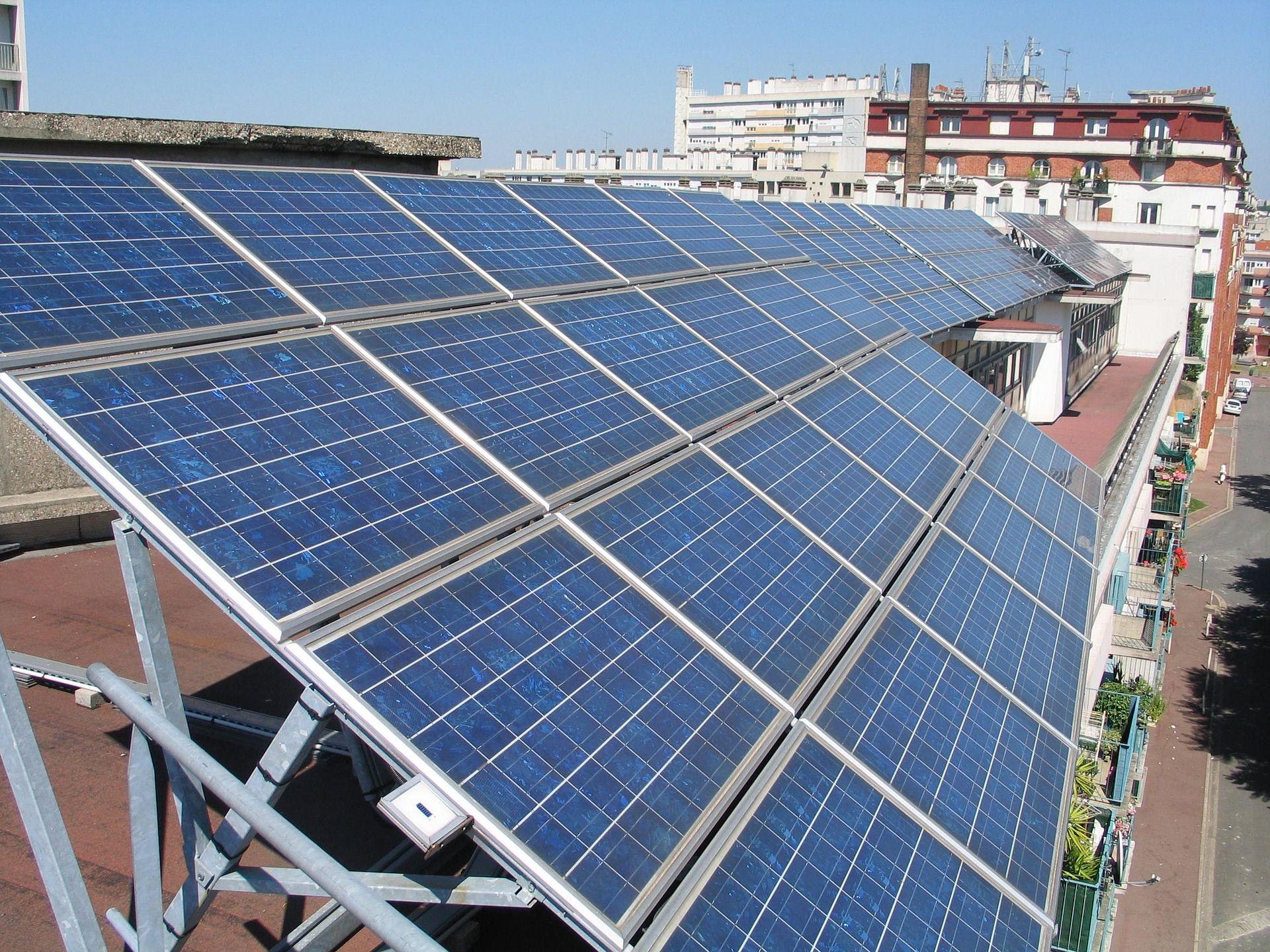 """Firmy kupują coraz więcej """"zielonego"""" prądu"""