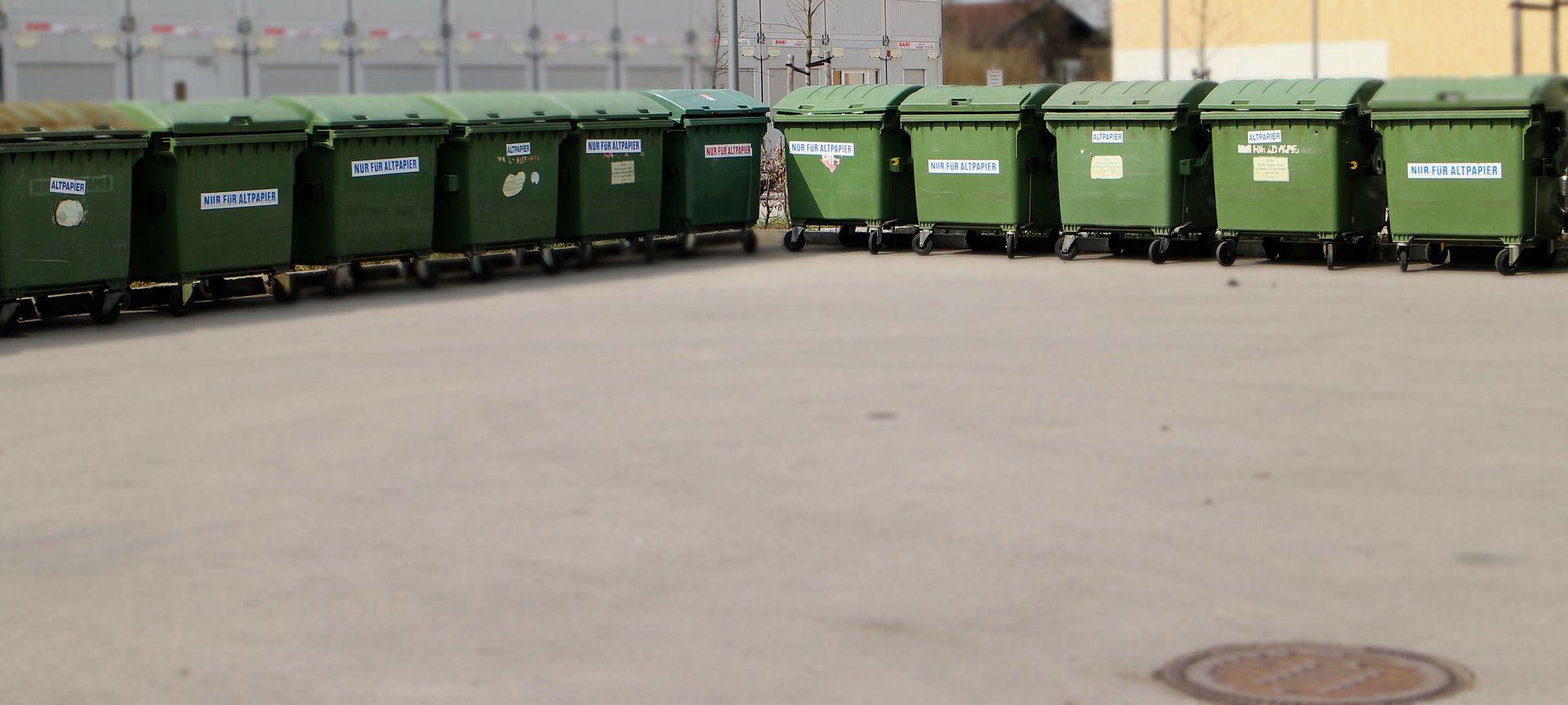 Pojemniki na odpady będą otwierane nogą? Radny proponuje nowe rozwiązanie w Poznaniu